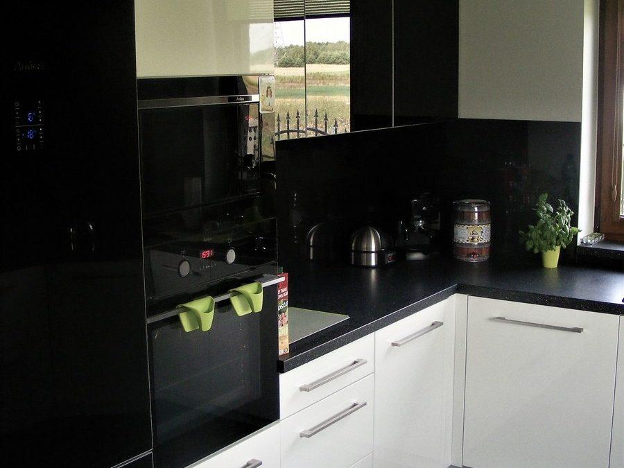 Kuchnia lakierowana biały połysk ze szkłem